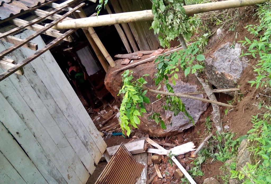 Tanah Longsor di Desa Plaosan Kecamatan Krucil